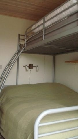 Zimmer mit 3/4 Bett und einzelnes Etagenbett