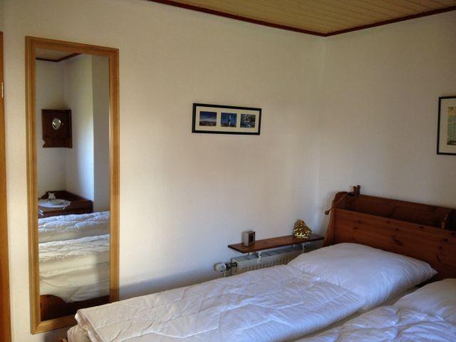 Bett und Spiegel