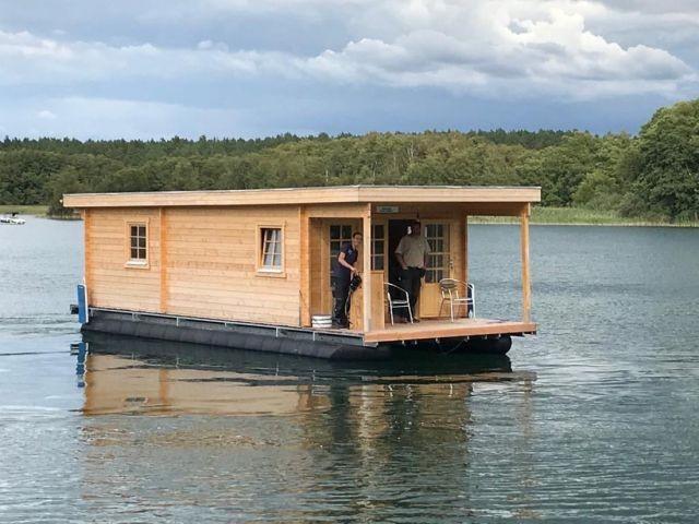 Vorn rechts - Hausboot D10 Komfort