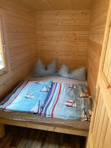 Schlafzimmer 1 mit französischen Bett (1,60 x 2,00 m)