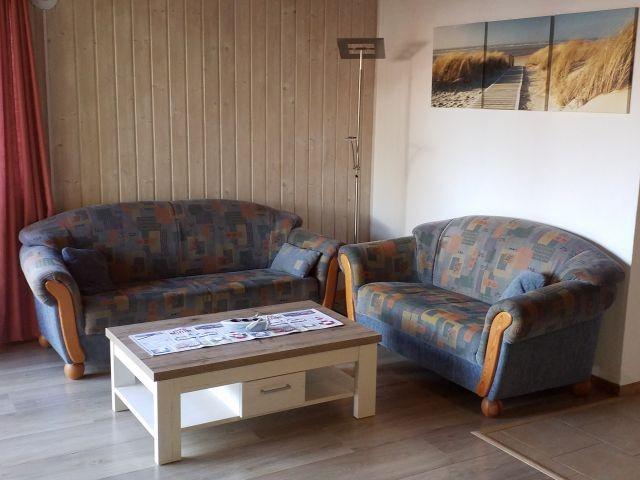Wohnzimmer / Sitzecke mit 3- und 2-Sitzer