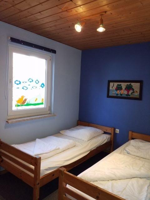- Neu - renoviertes Kinderzimmer (Schlafzimmer 2)