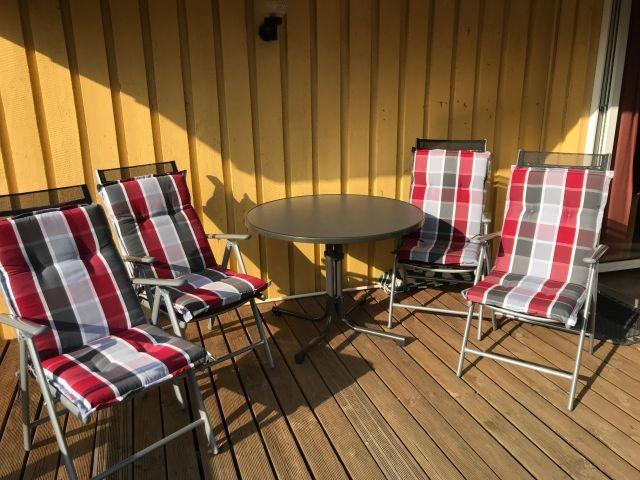 Terrasse mit neuen Terrassenmöbel