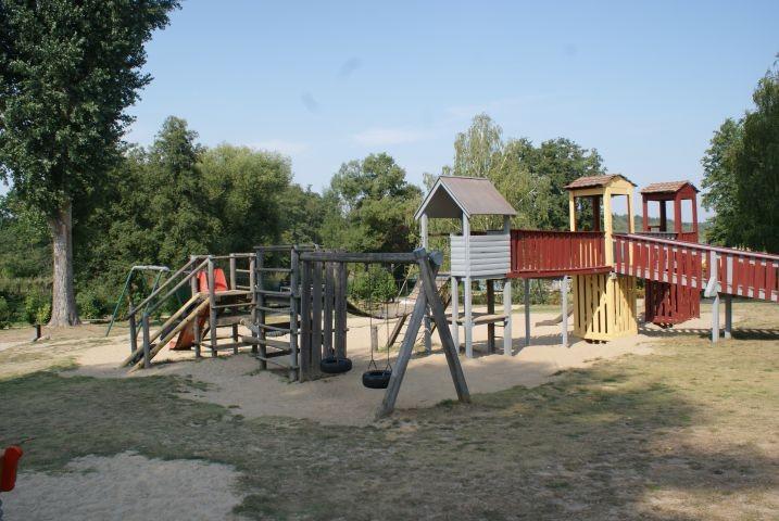 Kinderspielfläche im Freien