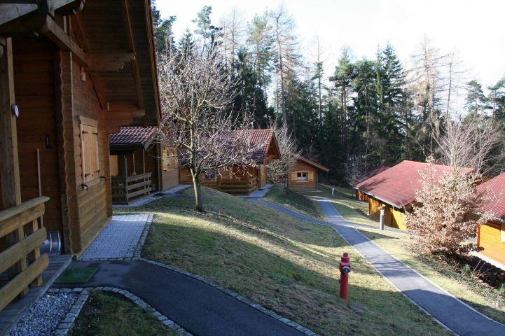 Häuser am oberen Waldrand