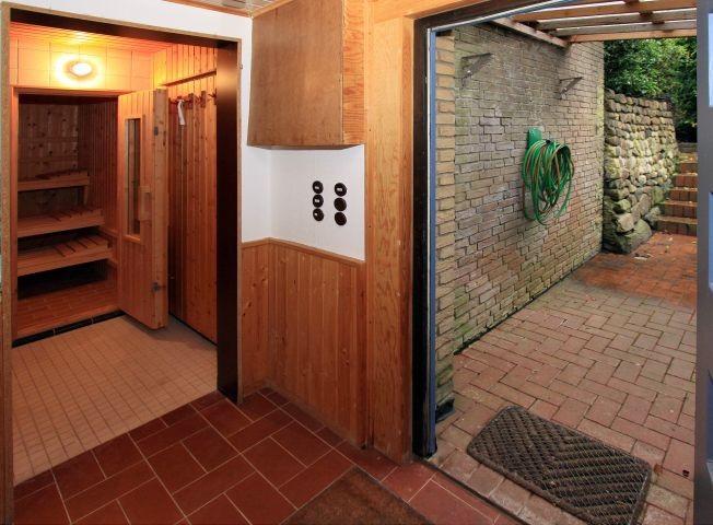 Sauna mit Zugang zum Garten