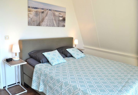 Schlafzimmer 1 mit Luxus-Boxspringbett