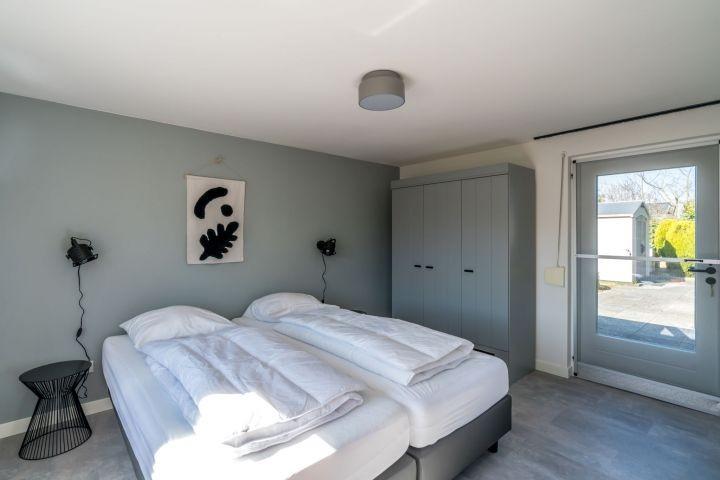 Schlafzimmer 2 Einzel Boxspringbetten (90x220) und Fernseher