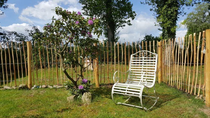 gemütliche Sitzmöglichkeit im vorderen Garten