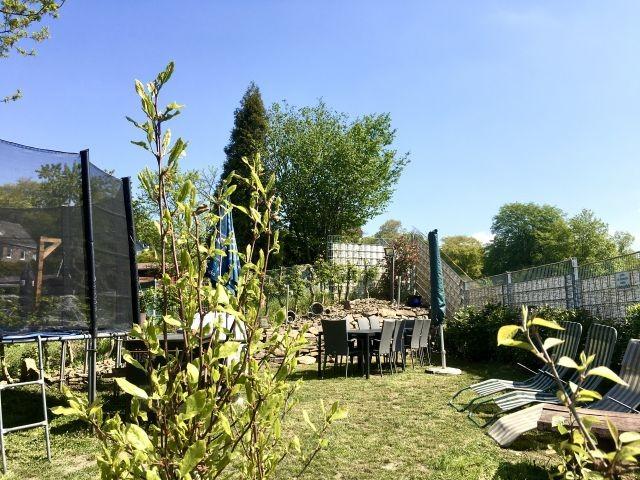 Garten mit Trampolin 4,60m