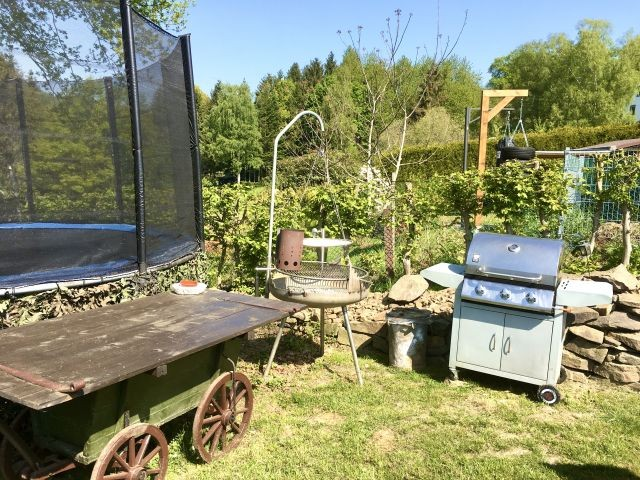 Holzkohle und Gasgrill