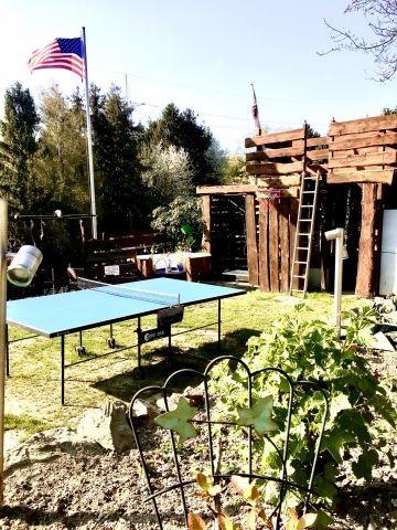 Garten mit Tischtennisplatte