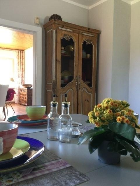 Ansicht Küche mit Blick in das Esszimmer.