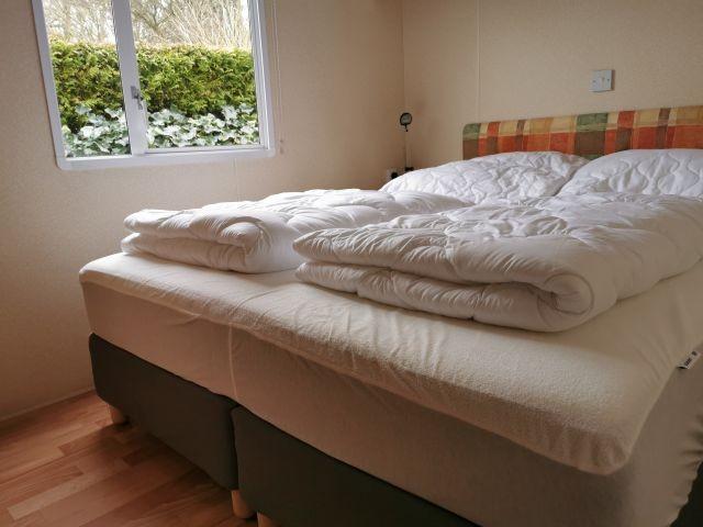 Schlafzimmer mit neuem Boxspringbett 160*200