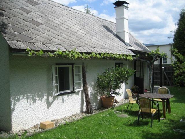 Ferienhaus mit Sitzecke im Garten