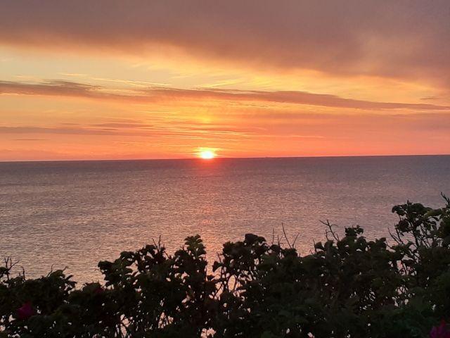 Sonnenuntergang nur einen Fußweg entfernt