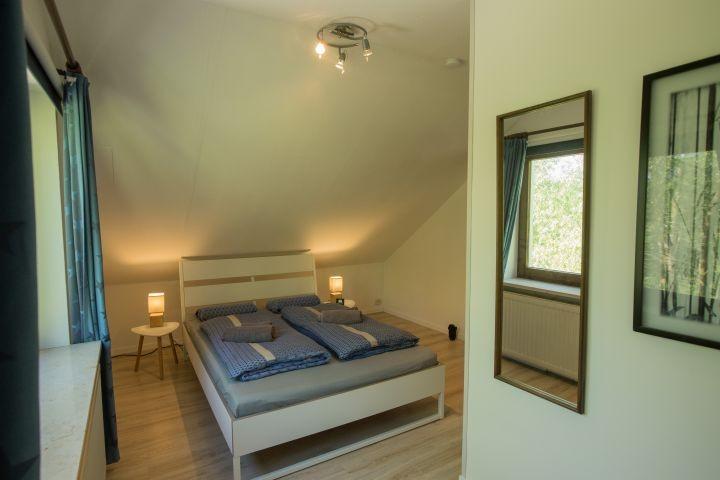 Schlafzimmer 2 - Blick auf das Bett