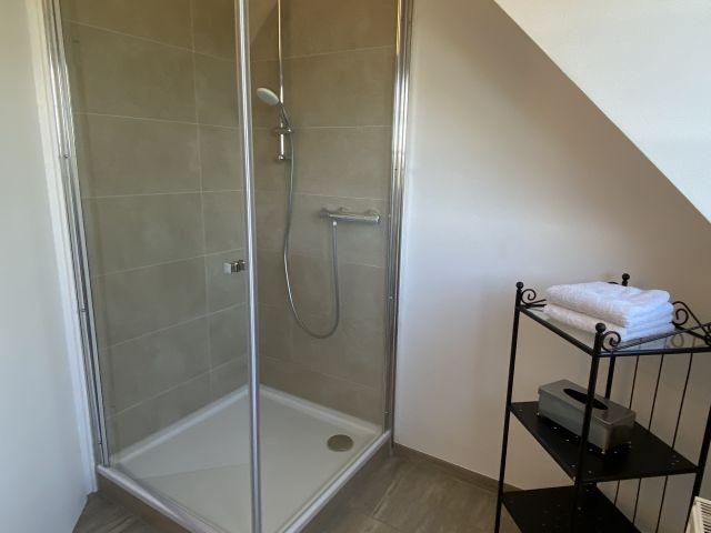 Blick auf die Dusche im OG