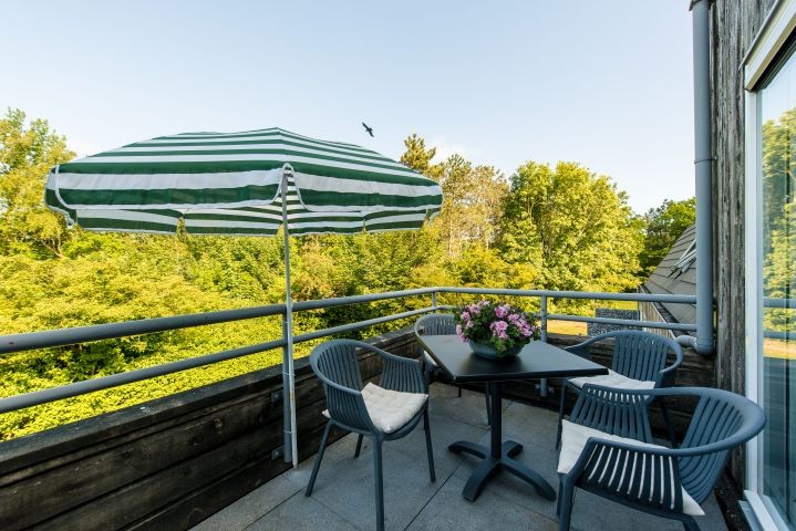 Der schöne West - Balkon mit Blick ins Grüne  für die Sonne ab dem frühen Nachmittag
