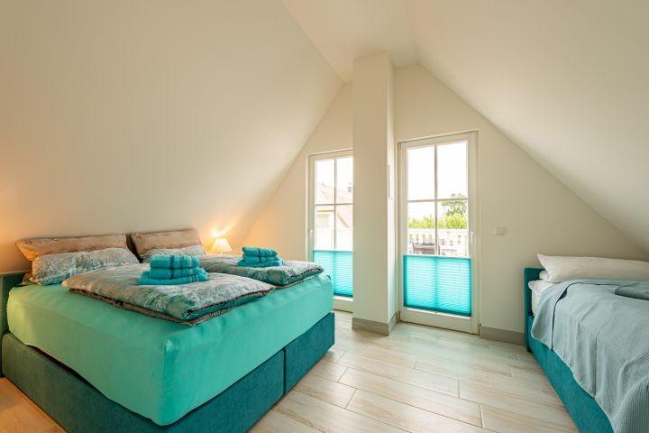 Schlafzimmer 160 x 200 cm und 90 x 200 cm