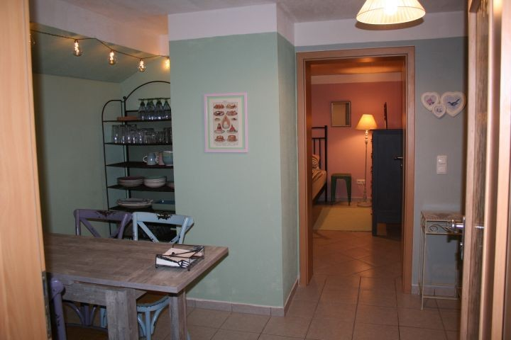 Eingangsbereich und Tür zum Schlafzimmer