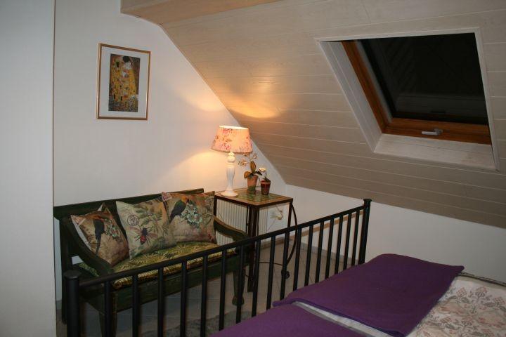 Sitzecke Schlafzimmer, Dachfenster mit Talblick