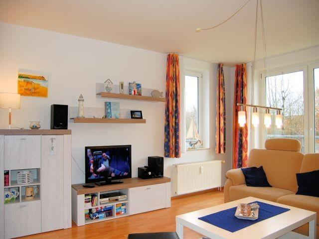 Wohnzimmer mit neuen Möbeln in 2019 ausgestattet