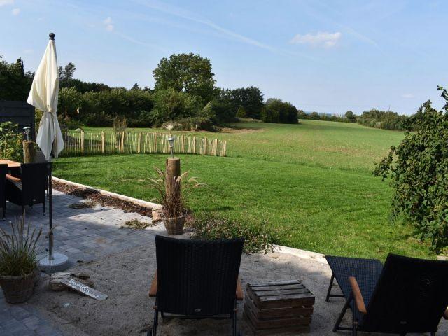 Nordterrasse, Ostseeblick, Garten, Gartenliegen, Sonnenschirm