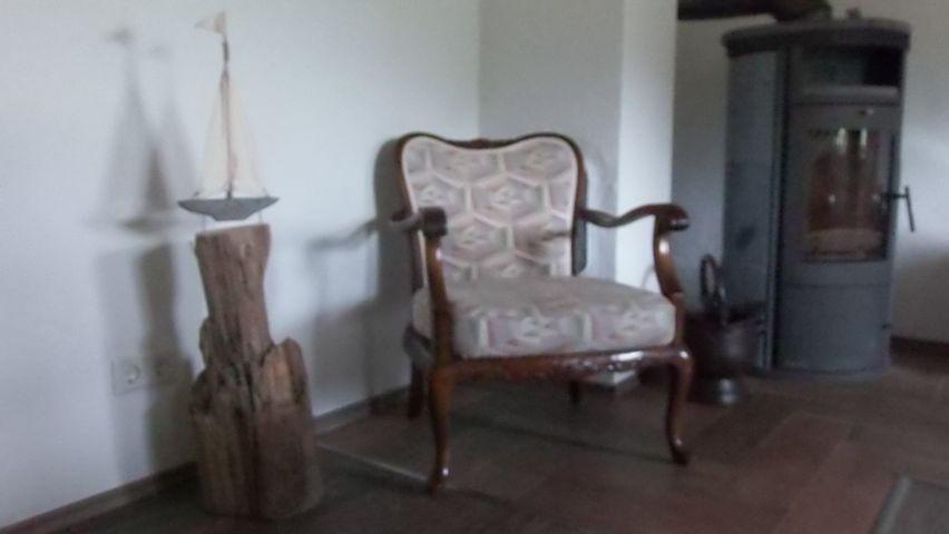 Esszimmer mit Kamin, Kinderstuhl und  Kinderhochstuhl