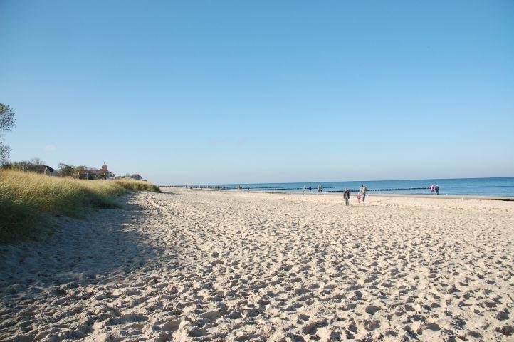 Der lange Kühlungsborner Strand lädt auch im Herbst und Winter zu langen Touren und Spaziergängen ein