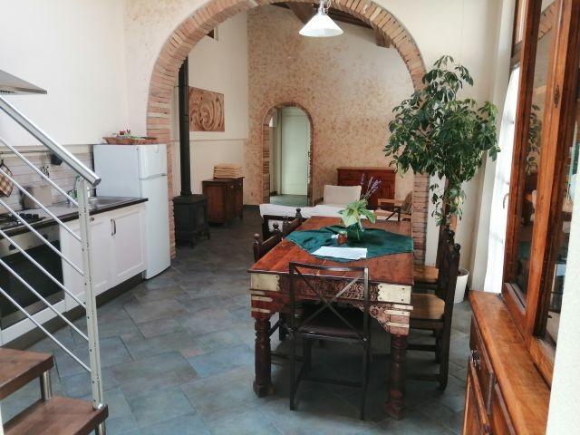 Wohnbereich mit Küche und Wohnzimmer