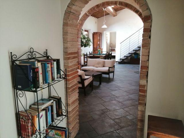 Hausbibliothek und Wohnbereich