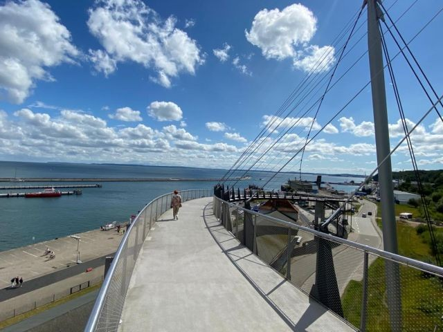 Hängebrücke am Hafen