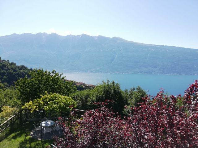 traumhafter See- und Bergblick von der Casa Mary
