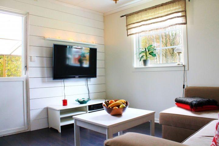 Wohnzimmer mit deutschem TV