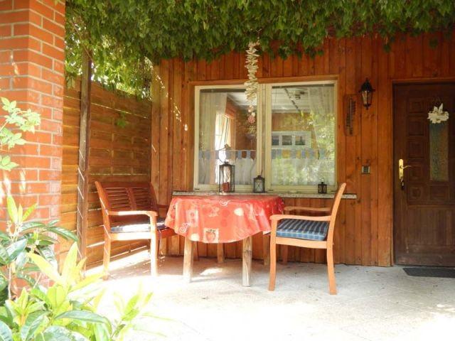 Überdachte Terrasse zum Frühstücken