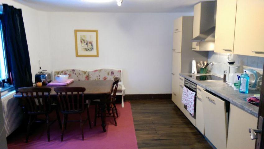 Großzügige Küche mit Essbereich