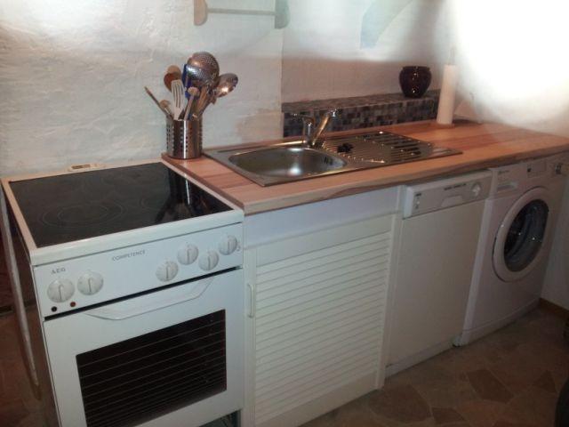 Küche mit Herd, Geschirrspüler, Waschmaschine, Mikrowelle, Kaffeemaschine, Toaster   Wasserkocher
