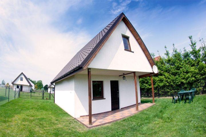Wir laden Sie herzlich auf den Urlaub in Podamirowo ein. Drei Häuser haben zusätzliche Umzäunung, damit Ihre Haustiere sich wohlfühlen.