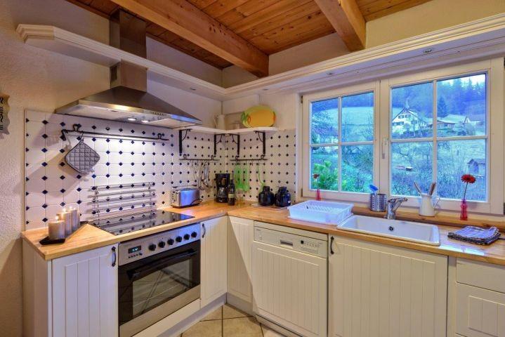 voll ausgestatteter Küchenbereich