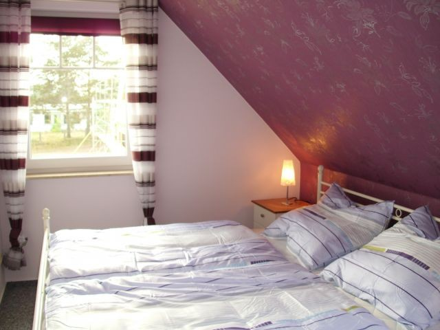 Schlafzimmer, Bett 180x200, Kinderbett 60x120