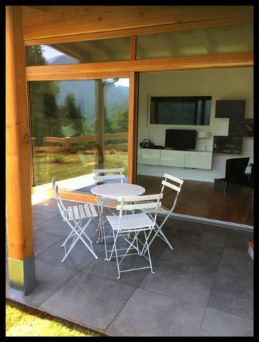 Blick von der Terrasse ins Wohnzimmmer