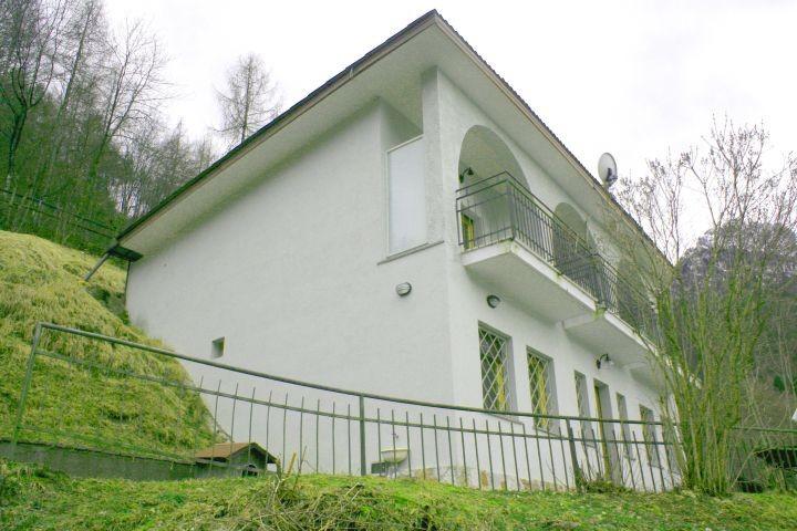 die Villa vom See aus gesehen