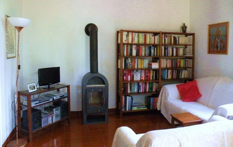 Wohnzimmer mit Bücherei