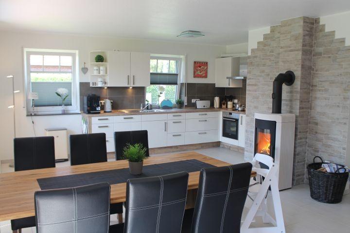 Blick vom Eohnzimmer in die Küche