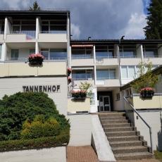 Moderne Ferienwohnung mit Balkon, direkt am Waldrand und den ...