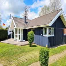 Gemütliches Holzhaus mit Sauna und Whirlpool in Strandnähe