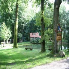 Romantisches Häuschen am Teich