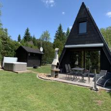 Günnis Hütte komplett eingezäunt, mit Luxus  Außen-Whirl ...
